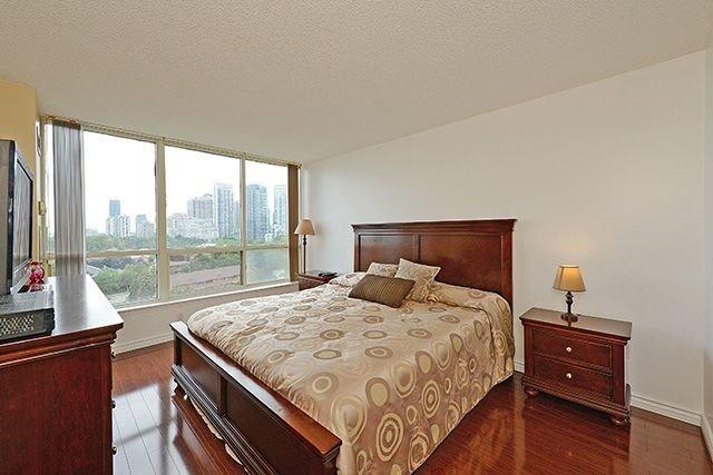 Condo Apartment at 55 Elm Dr W, Unit 1213, Mississauga, Ontario. Image 5