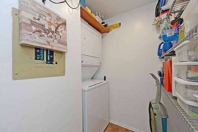 Condo Apartment at 55 Elm Dr W, Unit 1213, Mississauga, Ontario. Image 9