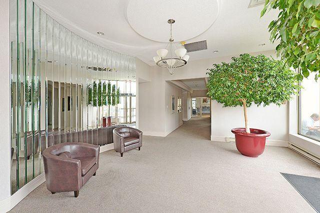 Condo Apartment at 55 Elm Dr W, Unit 1213, Mississauga, Ontario. Image 10