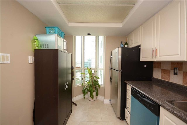 Condo Apartment at 4470 Tucana Crt, Unit 1412, Mississauga, Ontario. Image 18