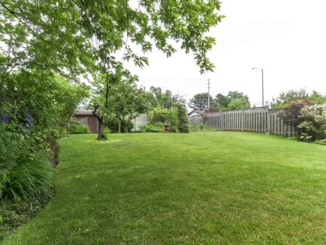 Detached at 1319 Greenwood Cres, Oakville, Ontario. Image 10
