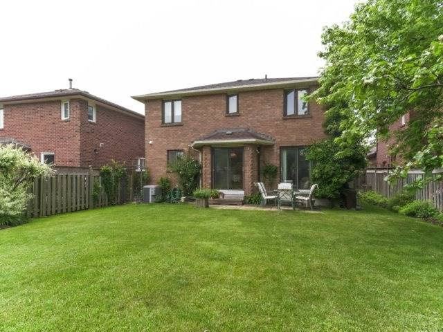 Detached at 1319 Greenwood Cres, Oakville, Ontario. Image 13