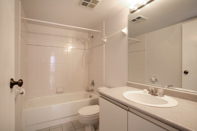 Condo With Common Elements at 3 Rowntree Rd, Unit 1705, Toronto, Ontario. Image 6