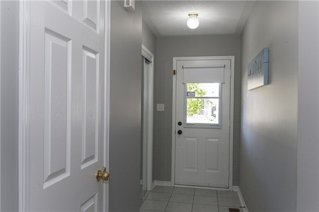 Semi-detached at 1220 Newell St, Milton, Ontario. Image 10