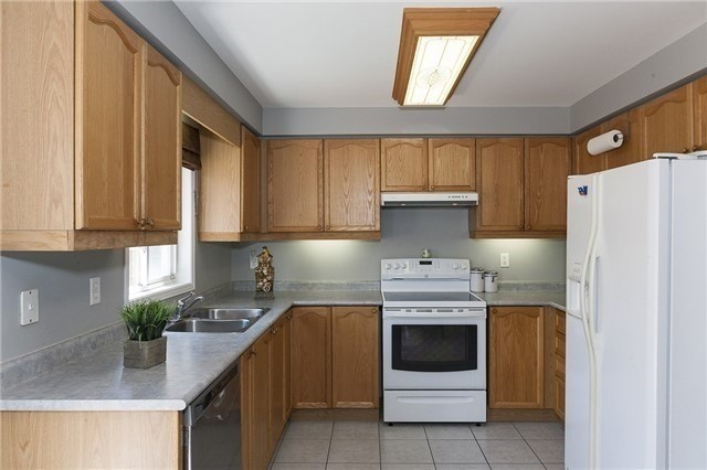 Semi-detached at 1220 Newell St, Milton, Ontario. Image 14