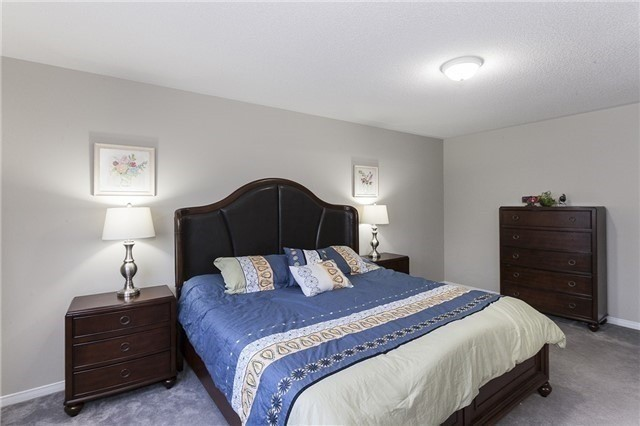 Semi-detached at 1220 Newell St, Milton, Ontario. Image 17