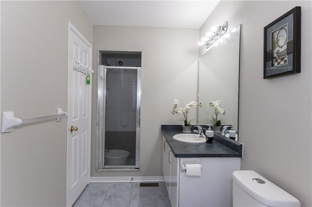 Semi-detached at 1220 Newell St, Milton, Ontario. Image 2