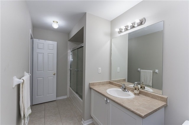 Semi-detached at 1220 Newell St, Milton, Ontario. Image 5
