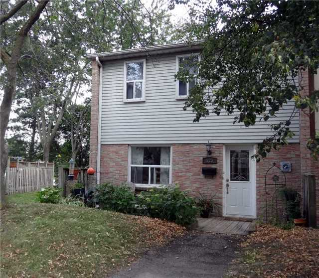 Condo Townhouse at 1050 Shawnmarr Rd, Unit 123, Mississauga, Ontario. Image 1