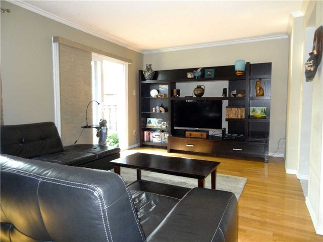 Condo Townhouse at 1050 Shawnmarr Rd, Unit 123, Mississauga, Ontario. Image 4