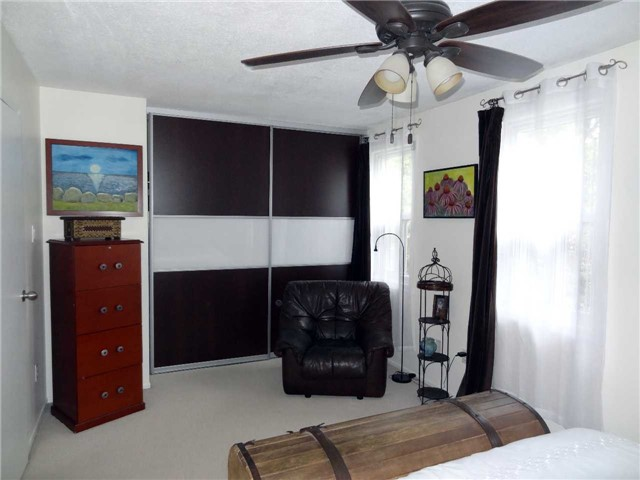 Condo Townhouse at 1050 Shawnmarr Rd, Unit 123, Mississauga, Ontario. Image 10
