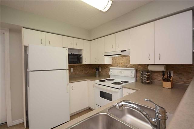 Condo Apartment at 1490 Bishops Gate, Unit 102, Oakville, Ontario. Image 15