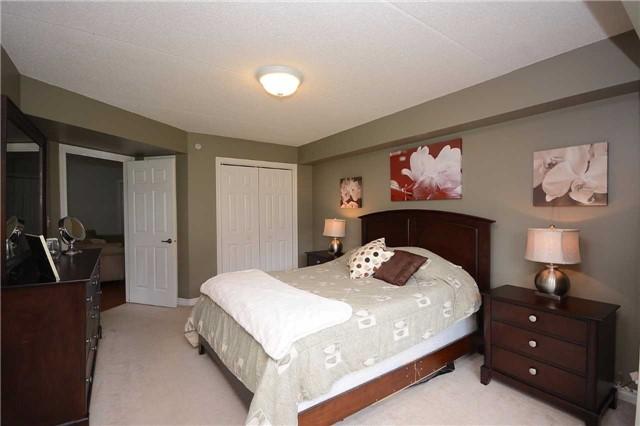 Condo Apartment at 1490 Bishops Gate, Unit 102, Oakville, Ontario. Image 17