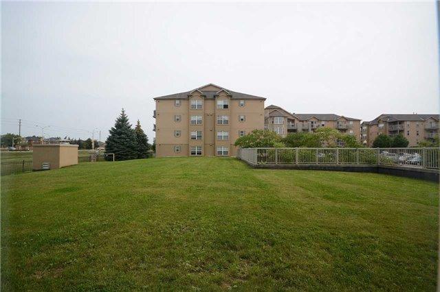 Condo Apartment at 1490 Bishops Gate, Unit 102, Oakville, Ontario. Image 18