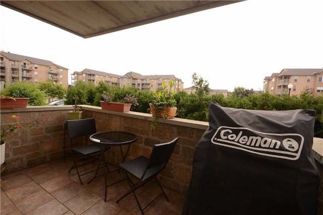 Condo Apartment at 1490 Bishops Gate, Unit 102, Oakville, Ontario. Image 6