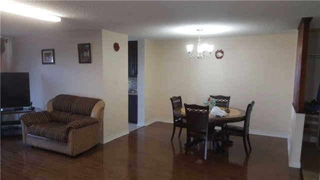 Condo Apartment at 17 Knightsbridge Rd, Unit 909, Brampton, Ontario. Image 1