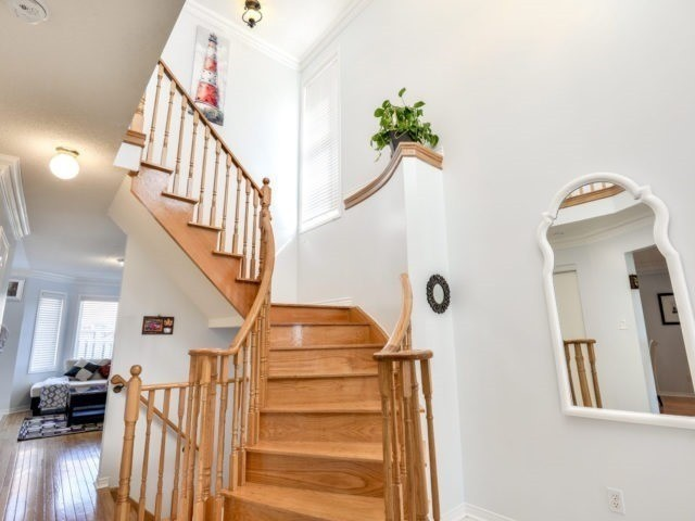 Detached at 73 Orchid Dr, Brampton, Ontario. Image 3