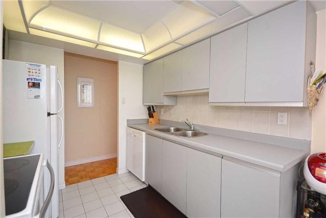 Condo Apartment at 50 Kingsbridge Garden Circ, Unit 901, Mississauga, Ontario. Image 17