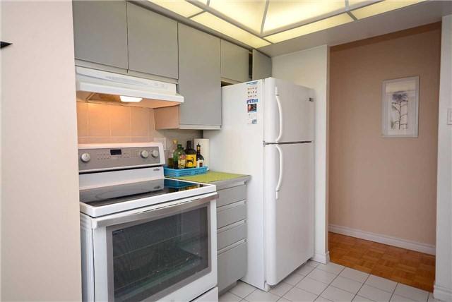 Condo Apartment at 50 Kingsbridge Garden Circ, Unit 901, Mississauga, Ontario. Image 18