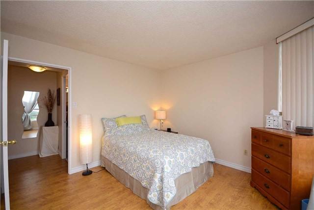 Condo Apartment at 50 Kingsbridge Garden Circ, Unit 901, Mississauga, Ontario. Image 2