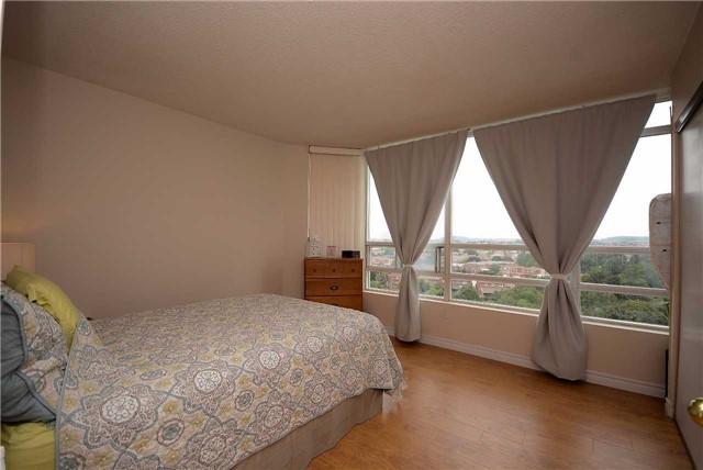 Condo Apartment at 50 Kingsbridge Garden Circ, Unit 901, Mississauga, Ontario. Image 3