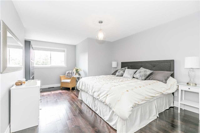 Semi-detached at 6 Coolspring Cres, Caledon, Ontario. Image 4