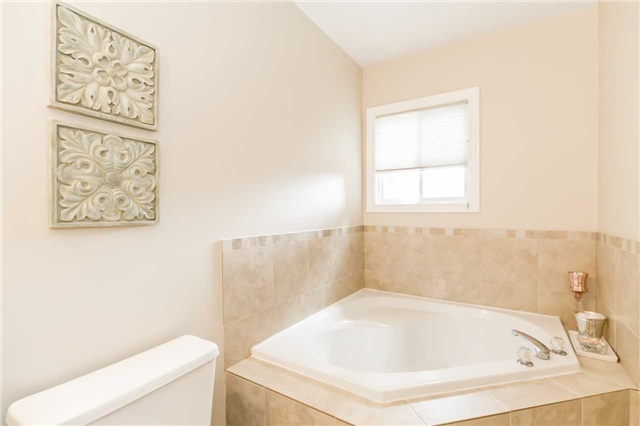Semi-detached at 6 Coolspring Cres, Caledon, Ontario. Image 6