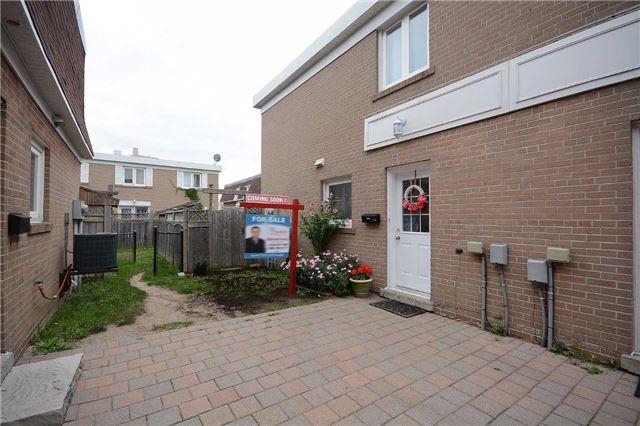 Condo Townhouse at 208 Townhouse Cres, Brampton, Ontario. Image 14