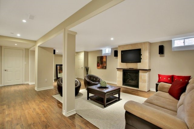 Detached at 143 Hoey Cres, Oakville, Ontario. Image 7