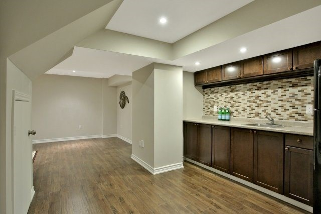 Detached at 143 Hoey Cres, Oakville, Ontario. Image 8
