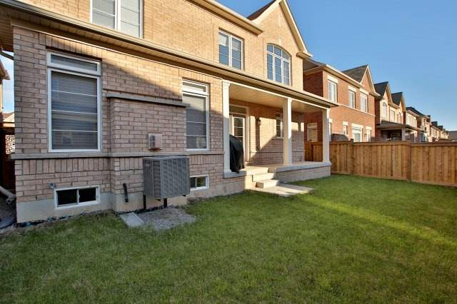Detached at 143 Hoey Cres, Oakville, Ontario. Image 11