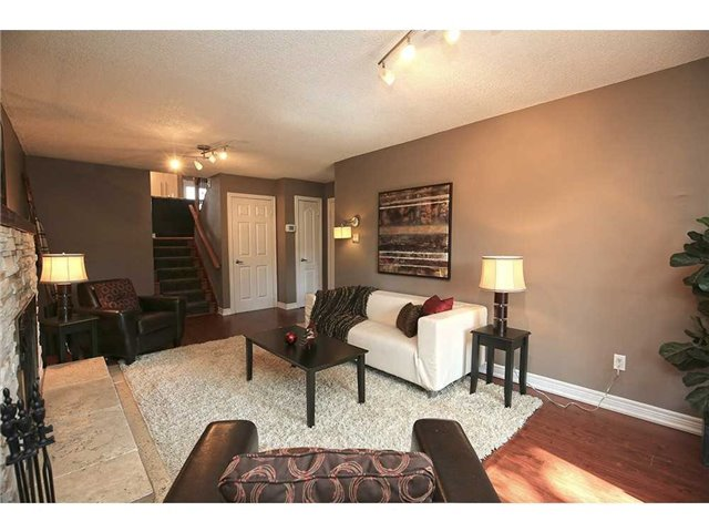 Detached at 3376 Lansdown Dr, Burlington, Ontario. Image 4