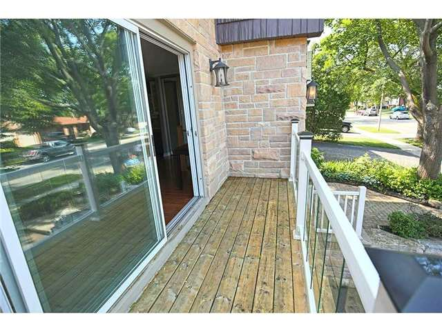 Detached at 3376 Lansdown Dr, Burlington, Ontario. Image 11