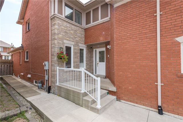 Detached at 75 Peace Valley Cres, Brampton, Ontario. Image 12