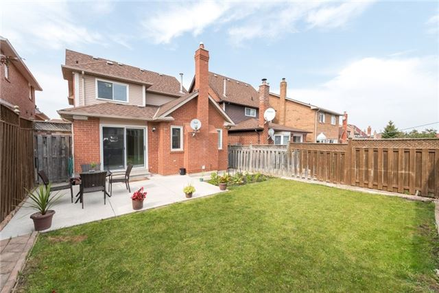 Detached at 75 Peace Valley Cres, Brampton, Ontario. Image 13