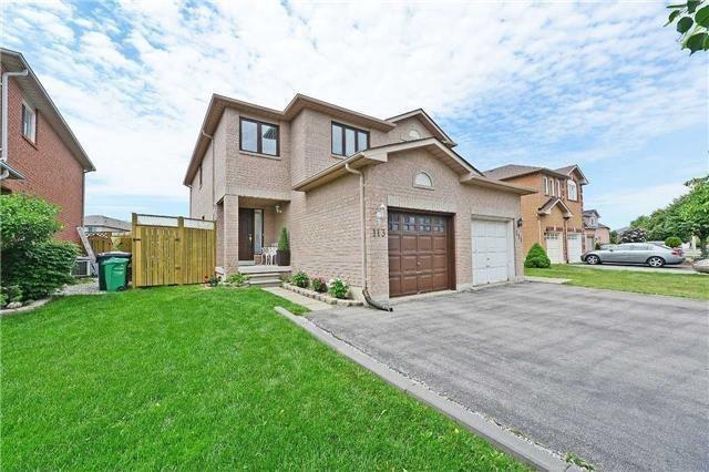 Semi-detached at 113 Saddletree Tr, Brampton, Ontario. Image 1