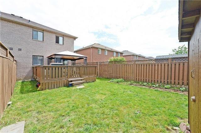 Semi-detached at 113 Saddletree Tr, Brampton, Ontario. Image 10