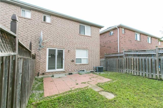 Semi-detached at 22 Rivermere Crt, Brampton, Ontario. Image 13