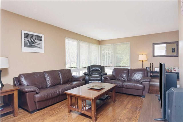 Detached at 1100 Falgarwood Dr, Oakville, Ontario. Image 15