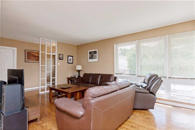 Detached at 1100 Falgarwood Dr, Oakville, Ontario. Image 18