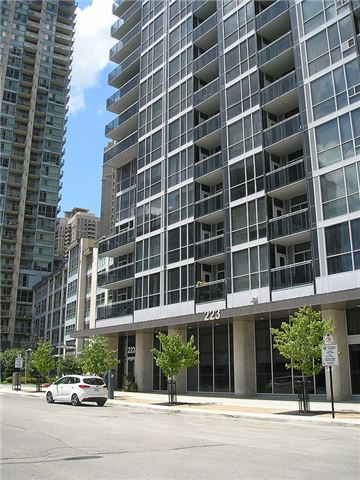 Condo Apartment at 223 Webb Dr, Unit 303, Mississauga, Ontario. Image 16