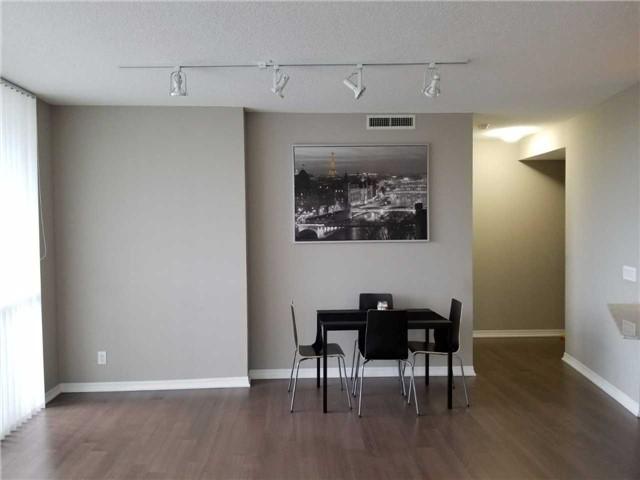 Condo Apartment at 223 Webb Dr, Unit 303, Mississauga, Ontario. Image 2