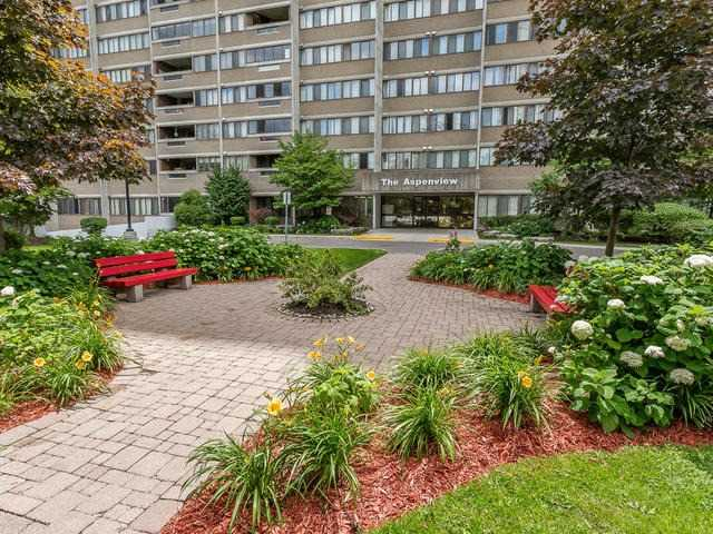 Condo Apartment at 50 Elm Dr E, Unit 404, Mississauga, Ontario. Image 1