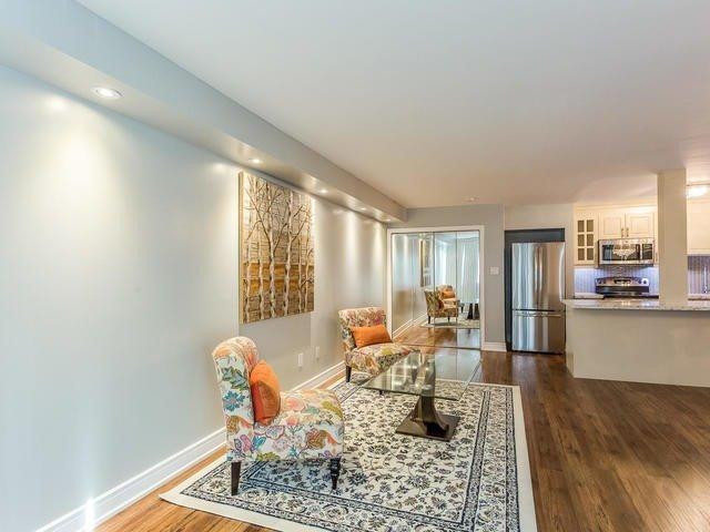 Condo Apartment at 50 Elm Dr E, Unit 404, Mississauga, Ontario. Image 17