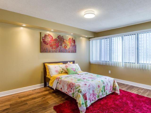 Condo Apartment at 50 Elm Dr E, Unit 404, Mississauga, Ontario. Image 5