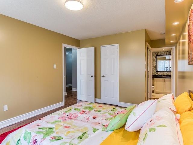 Condo Apartment at 50 Elm Dr E, Unit 404, Mississauga, Ontario. Image 6