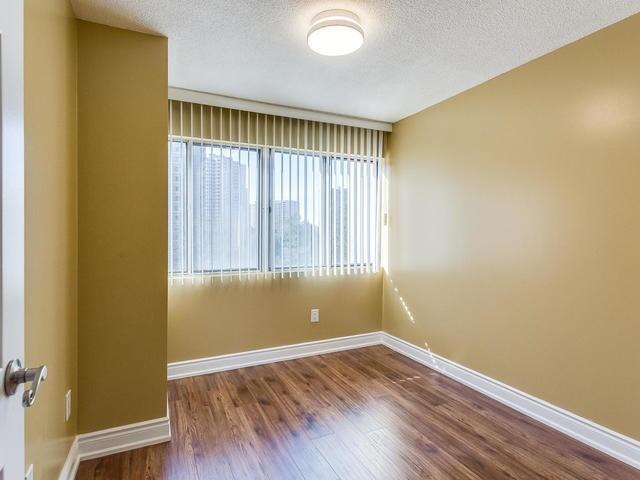 Condo Apartment at 50 Elm Dr E, Unit 404, Mississauga, Ontario. Image 8