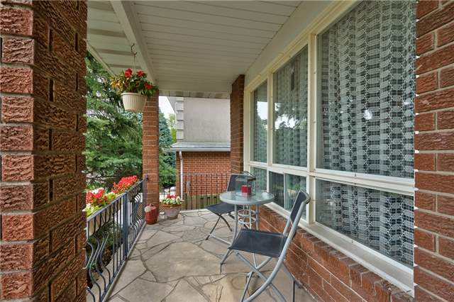 Detached at 1431 Harmsworth Sq, Oakville, Ontario. Image 12