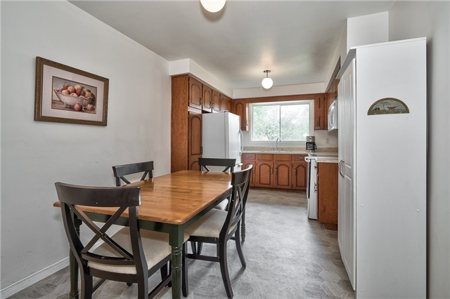Detached at 1431 Harmsworth Sq, Oakville, Ontario. Image 16