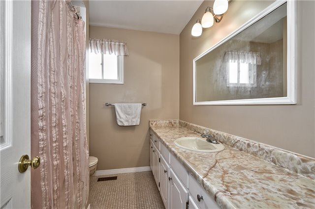 Detached at 1431 Harmsworth Sq, Oakville, Ontario. Image 20